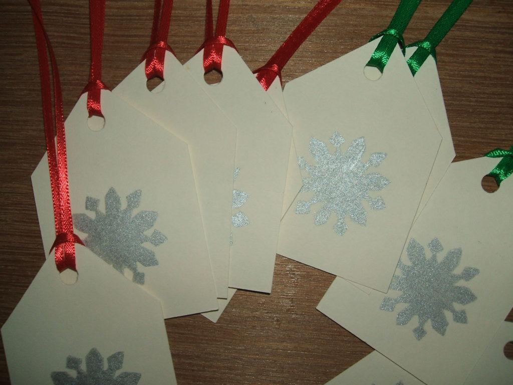 Snowflake print gift tags